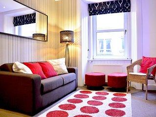 Edinburgh City Centre South Contemporary Apartment Sleep 4 + 1