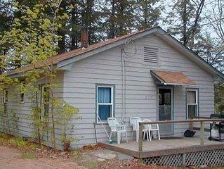 Rustic Lakeside Cottage, 3 Bdrms, Kitchen, Living Room, Jet Bathtub, Fireplacela