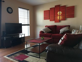 Cozy Downtown Condo on the River! Walk to Broadway!