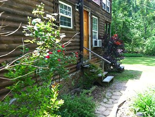 2 kids free - 'Tiny House'  Sunnybrook Cabin sleeps 8, Kitchen,, Stream