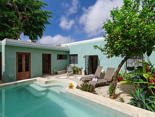 Airy, cozy haven in Merida for couples, families
