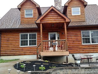 Beautiful, Cozy Log Home On The Hill Overlooking The Town