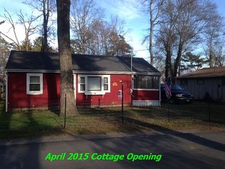 2/1 Furnished Cottage - 120 Steps To The Lake