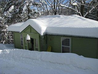 Hemlock Cottage - Quaint And Comfortable, Close To Skiing