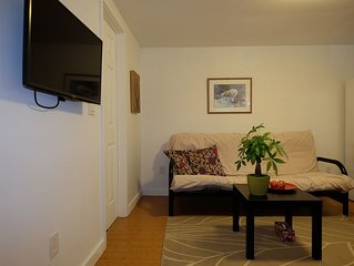 Cozy 1 Bedroom Garden Suite In Beautiful North Vancouver