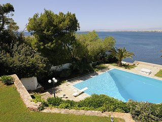 Family friendly lux apartment by the beach w/ pool,best view, 25mins from Athen