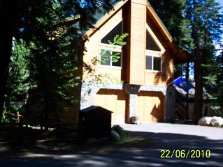 Lakeside Chalet- Rare Tahoe Pines Local- Park & Relax- Walk to Lake!