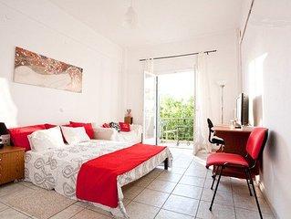 Acropolis views apartment * Ilioupolis metro and Alimos beach!