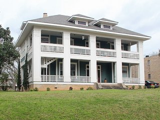 Luxury Rental With Over 3300 Square Feet Of Space, Near Downtown Brenham