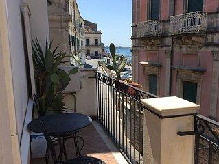 old house independent Ortigia-Porta Marina
