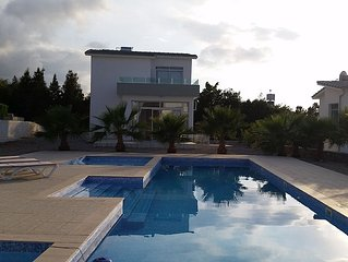 Village Location with stunning Sea/Pool views, 3 minutes walk from restaurants