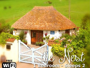 'The Nest' Seaside Thatched, Cosy, Rural  Cottage for Two. Close to Village,