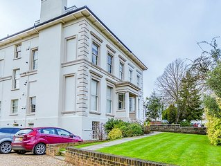 High Standard Apartment In The Heart Of Regency Cheltenham.