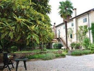 Appartamento mansardato con terrazza e parcheggio privato