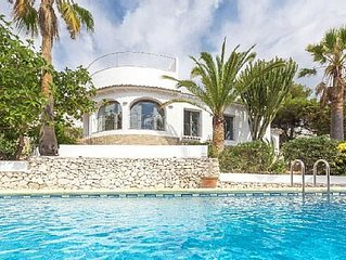 Modern, 2 bedroom villa with private pool, sea views and WIFI.