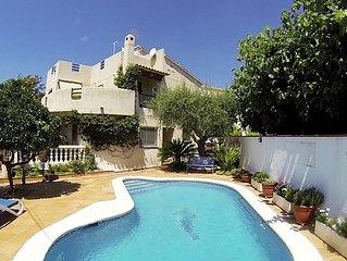 Casa con piscina, barbacoa y jardin a 400 mts. de la playa de fina arena