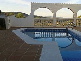 Four bed Villa and Apartment,swimming pool,two bathrooms,one ensuite ,air con
