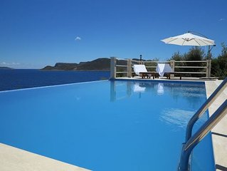 Breathtaking view, private pool, direct access to beach platform