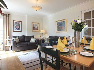 Holyrood Park Gate 2 Bedroom  Apartment  With Parking  Old Town