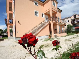Spacious and tastefully decorated apartment only 4 km from the sea