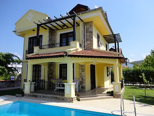 Villa With Private Pool, barbecue and Garden. Walking distance to the beach.