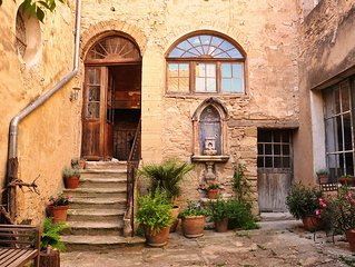 Fantastic Apt in an Historic House set in the Heart of Provence