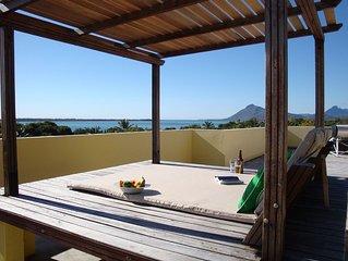 Studio 2 Ocean & Mountain views near world class beaches & natural highlights
