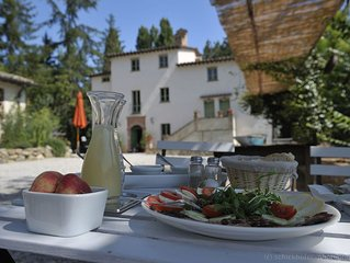 Country house with large pool & private restaurant in the green heart of Italy