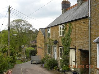 Cosy cottage with great pubs and brewery within walking distance. Pet friendly