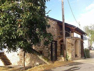 Casa con jardín grande,  en pueblo pequeño, Tedejo, Folgoso de la Ribera León