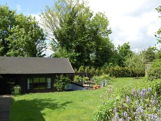 Chalet in beautiful gardens 20 mins from London