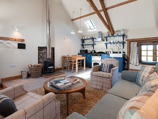 Converted Granary Barn In Historic Farm Courtyard With Hot Tub Near The Sea