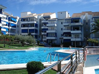 Apartment with terrace, green area and swimming pools, 100 meters from the beac
