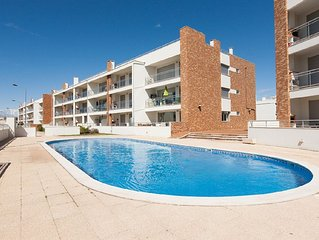 446671 - Spacious and Modern with Large Terrace and BBQ, walking distance to Bea