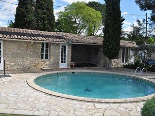 NIMES studio avec terrasse, piscine et hammam sur propriete de charme