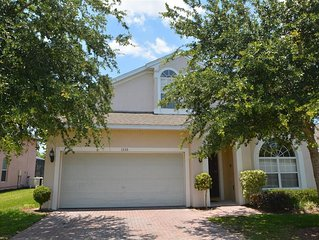 Luxury 5 Bed/4 Bath Villa with pool 10 minutes from Disney