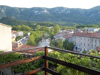 15thc Oak Beamed Cottage with stunning views of Old Town, River Aude & Pyrenees