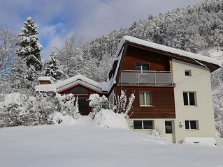 Contempory Mountain Side Chalet, spectacular views....
