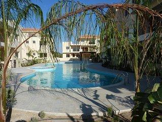Stylish fully furnished 2 bed apartment with AC, amazing pool & Jacuzzi