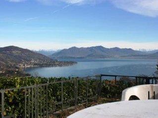 appartamento in villa con giardino, vista sul lago Maggiore,