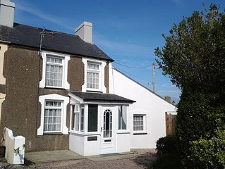 Beautiful Renovated Holiday Cottage In Morfa Nefyn easy walk to beaches.