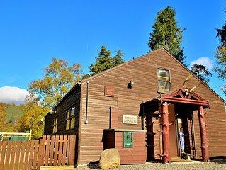 Scottish cabin-style cottage with large garden in Braemar village