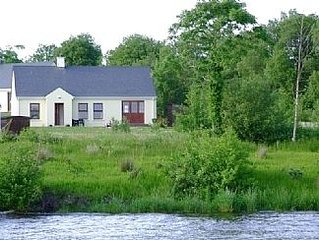 Lakeside Cottage In Kesh with panoramic views over Lough Erne,