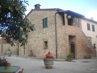 Antica casa colonica  con  piscina vicino San Gimignano