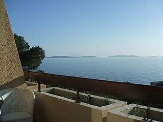 Flat With Stunning Sea View In Wooded Area.