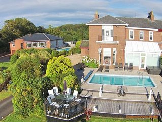 Spacious 4 Bedroom House With Stunning Views near Glasgow