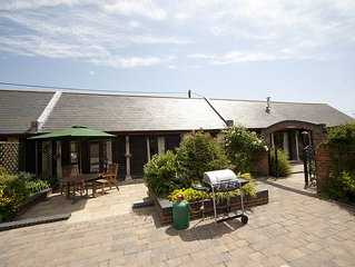 Converted Dairy Cottage with Hot tub near Yarmouth
