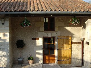 Traditional Gite, 5km from Riberac in rolling hills with garden, pool & games rm