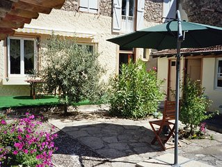 Ideal for discovering this beautiful, peaceful. area of France, lakes & chateaux