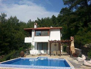 Delightful Private Villa, Stunning Views over Pri